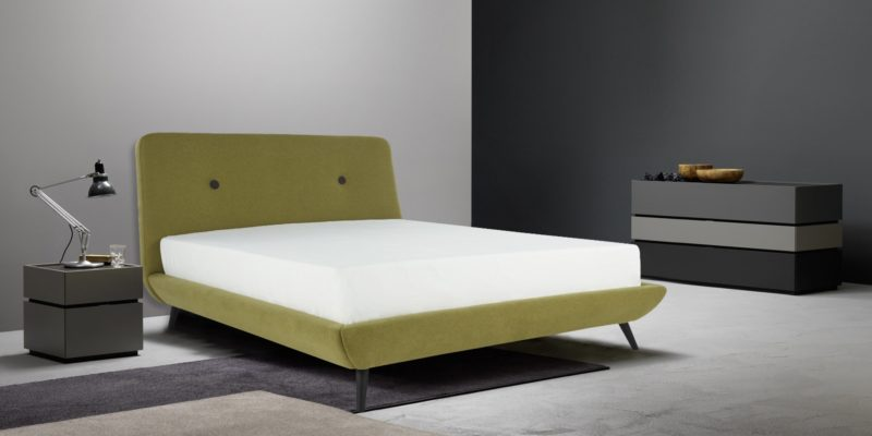 Giulia Low platform bed with Cross teak leags